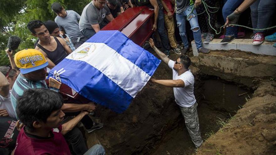 Entierro de víctimas de la violencia en Nicaragua