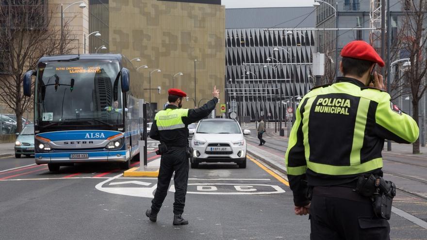Policía Municipal de Bilbao pone en marcha desde este lunes una campaña para vigilar el uso del móvil al volante