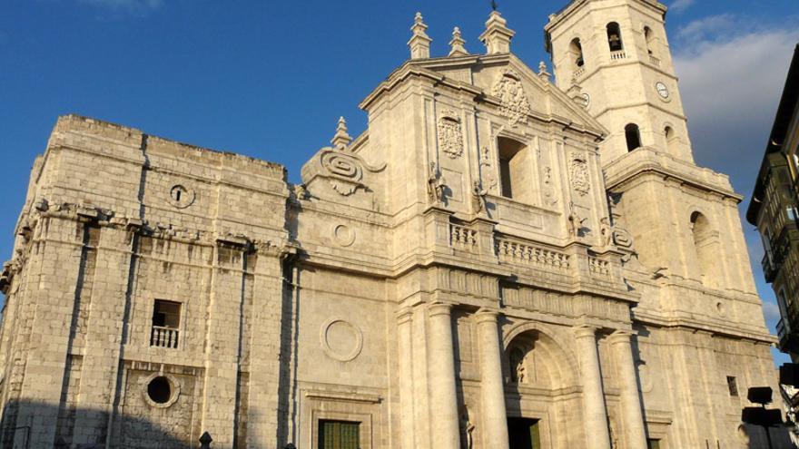 La catedral de Valladolid fue el proyecto más ambicioso de Herrera, que diseñó por iniciativa de Felipe II la catedral más grande de Europa. Sin embargo, los problemas financieros y de cimentación del terreno solo permitieron construir un 40 por ciento del proyecto original.