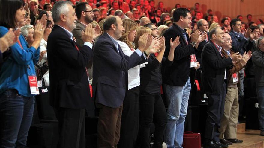 El PSOE rebaja del 10 al 5 por ciento los avales para presentarse a las primarias