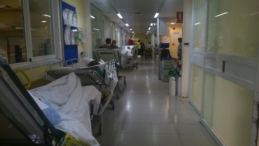 Foto 3, pasillo oculto del hospital 'Virgen de la Salud' (Toledo), hacinamiento. 9/11/14