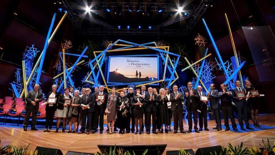 Foto de familia de todos los galardonados por el Cabildo de Gran Canaria.