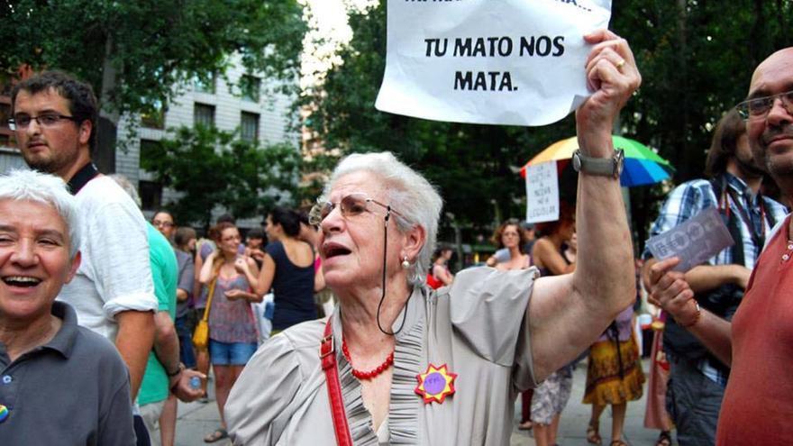 Angustias, activista del 15M, en un escrache feminista frente al Ministerio de Sanidad.