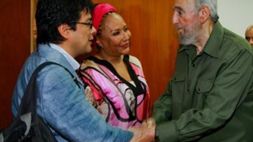 El ex presidente cubano Fidel Castro con la senadora colombiana Piedad Córdoba.