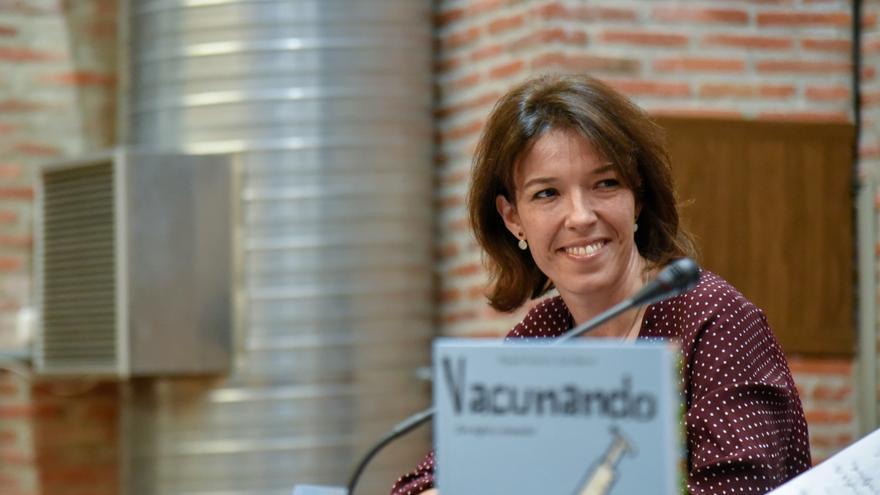 Raquel Carnero, farmacéutica y autora del libro Vacunando ¡Dos siglos y sumando!