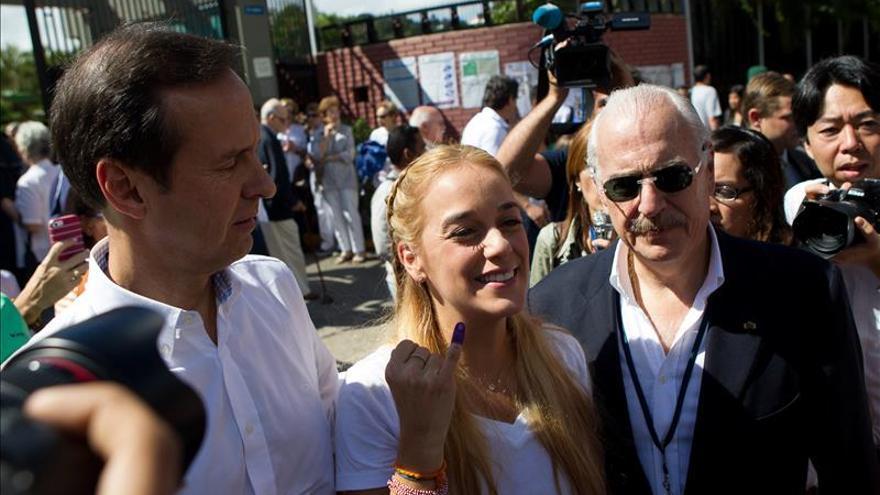 Tintori instó a Pastrana y Quiroga a ingresar a su centro de votación
