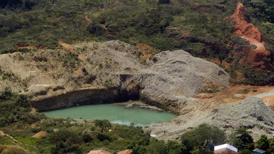 Denuncian existencia de minería ilegal en casi 30 % de municipios colombianos