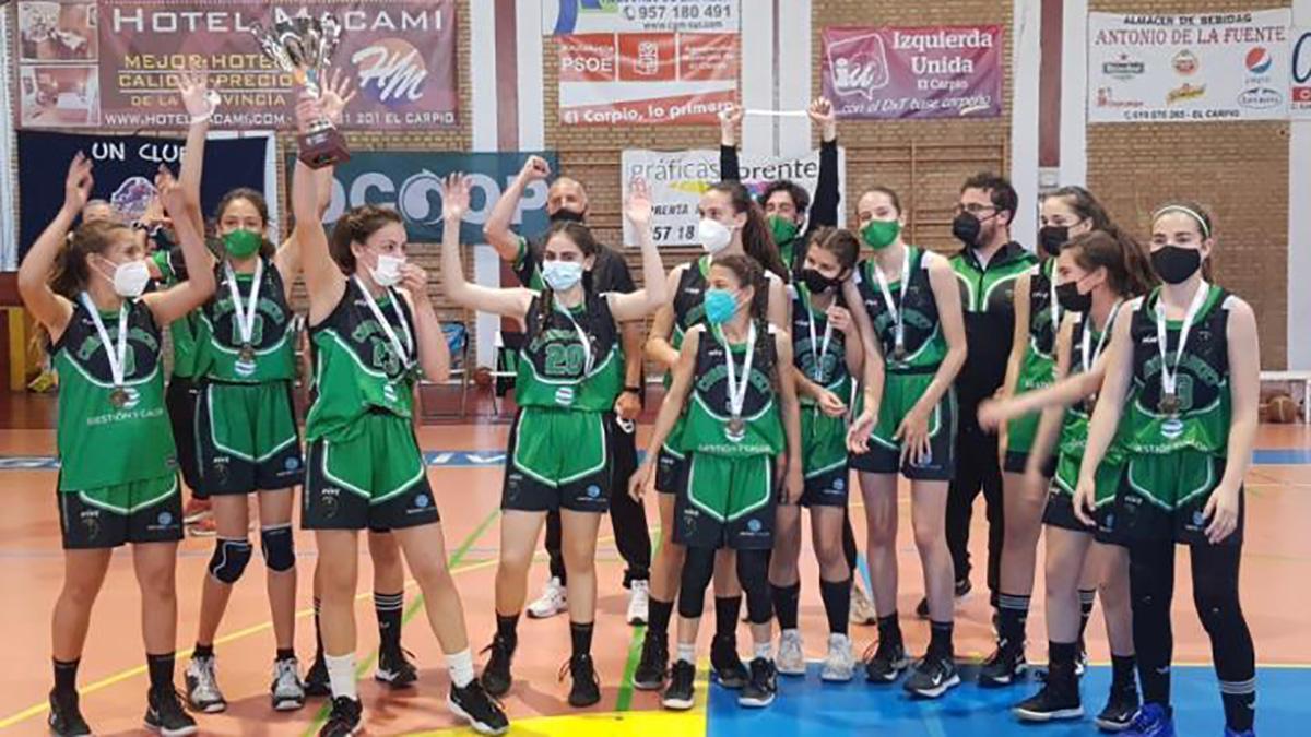 Jugadoras del Cordobasket celebrando el triunfo