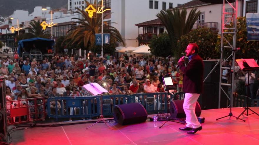 Pepe Benavente durante su actuación en el Recinto Popular de las Fiestas Lustrales.