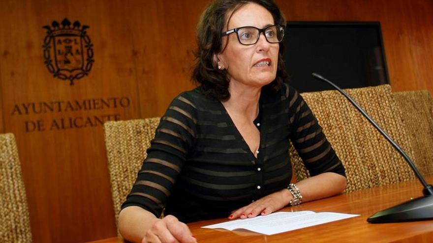 La concejal del PSOE en Alicante pide perdón tras amenazar al policía que le había multado