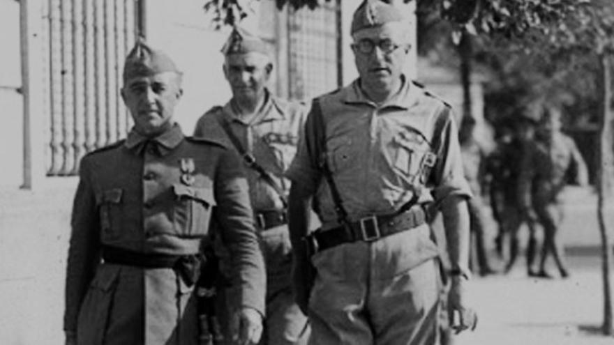 Franco acompañado de Yagüe, el 'carnicero de Badajoz'.