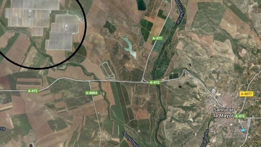 La superficie de la planta con respecto a la del pueblo da una idea de la importancia de Abengoa para Sanlúcar la Mayor.