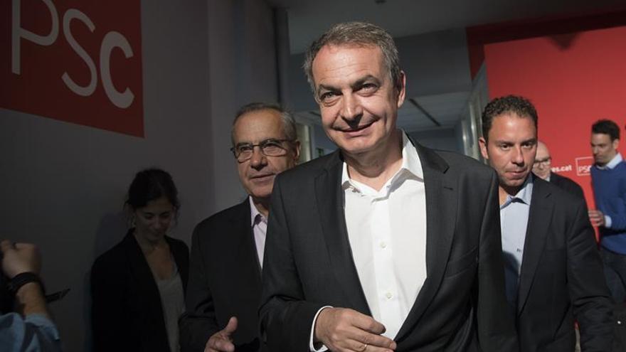 """Zapatero critica los """"prejuicios"""" en Cataluña contra Díaz por ser mujer andaluza"""