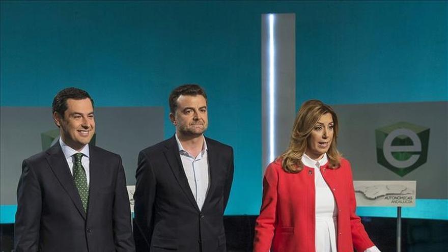 PSOE y PP se acusan de recortar políticas sociales e IU garantiza luz y agua