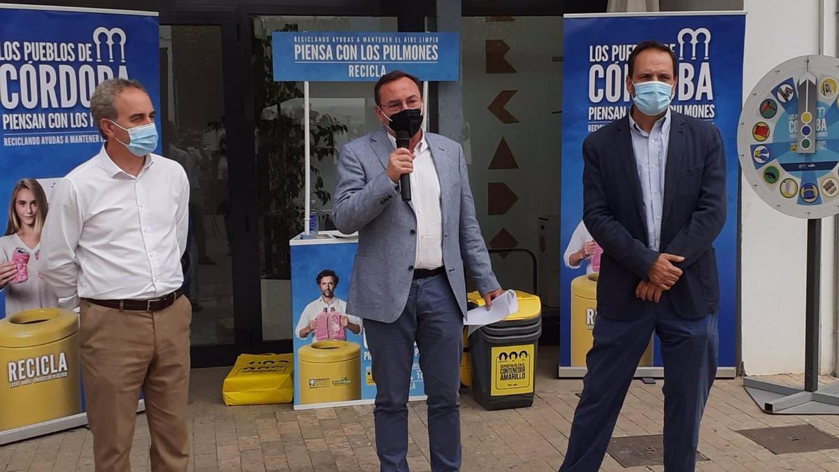 El presidente de Epremasa, Francisco Palomares (centro), en la presentación de la campaña.