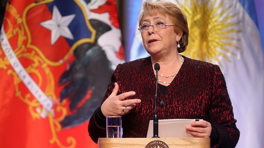 Bachelet apuesta por la educación para fortalecer los lazos con Argentina