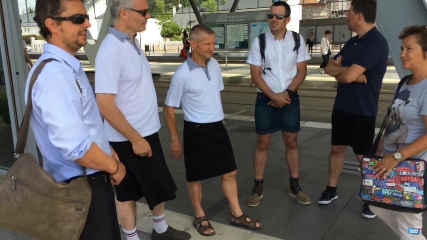 Imagen de los conductores franceses en falda.