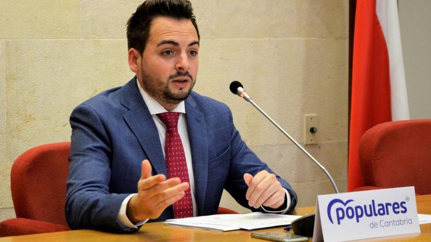 Archivo - El diputado del PP en el Parlamento de Cantabria Álvaro Aguirre