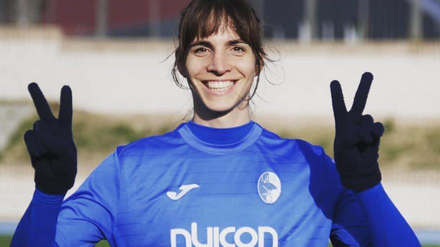 Alba Palacios, la primera futbolista transgénero de España que juega en un equipo femenino.