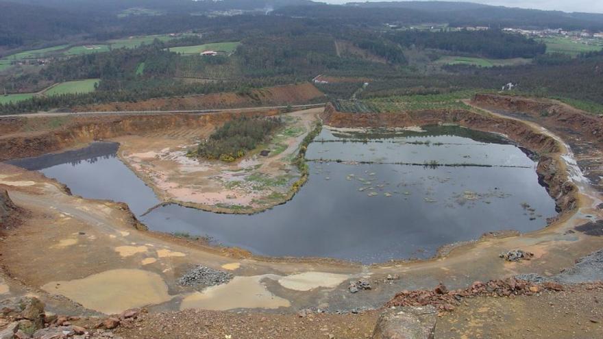 Balsa minera en Touro