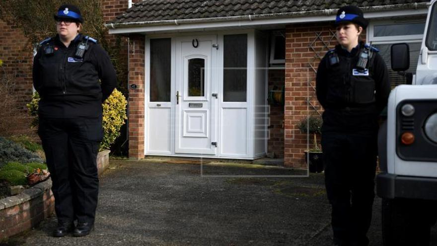 El exespía estuvo en contacto con un agente nervioso en la puerta de su casa