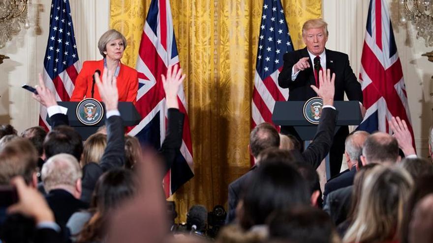 """Trump pide a May que le """"arregle"""" una cálida bienvenida en el Reino Unido"""