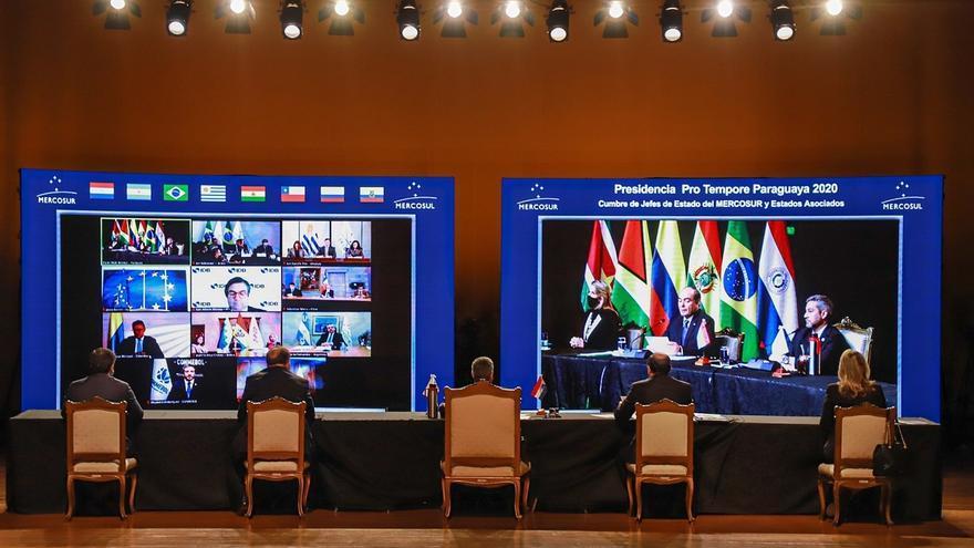 Vista general este jueves de la reunión virtual de Jefes de Estado del Mercosur y Estados Asociados, en el Salón de Convenciones del Banco Central del Paraguay, en Asunción (Paraguay).