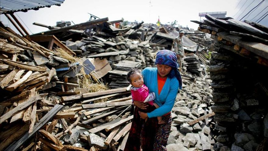 Un 75 por ciento de las víctimas del seísmo acampadas en Katmandú abandonan las tiendas