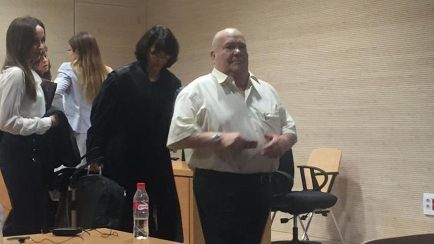 Ambrosio Jiménez, el empresario promotor del centro comercial que también resultó condenado, en el juzgado