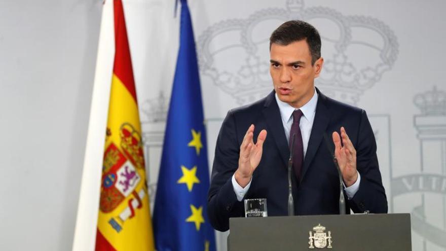 El presidente del Gobierno, Pedro Sánchez, durante su comparecencia este viernes en el Palacio de la Moncloa para hacer una declaración institucional.