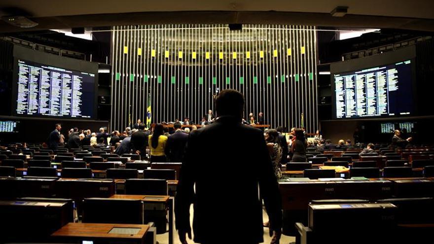 Avanza el proyecto de ley que flexibiliza el régimen petrolero en Brasil