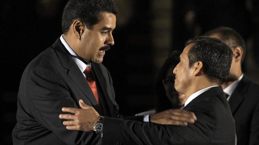 El presidente Maduro llama a consultas a su embajador en Perú