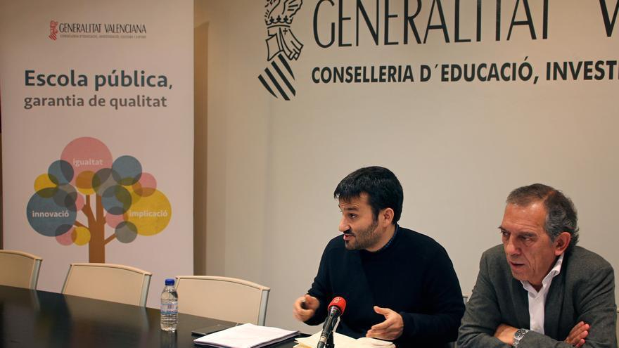 El conseller y el secretario autonómico de Educación, Vicent Marzà y Miguel Soler, en rueda de prensa.