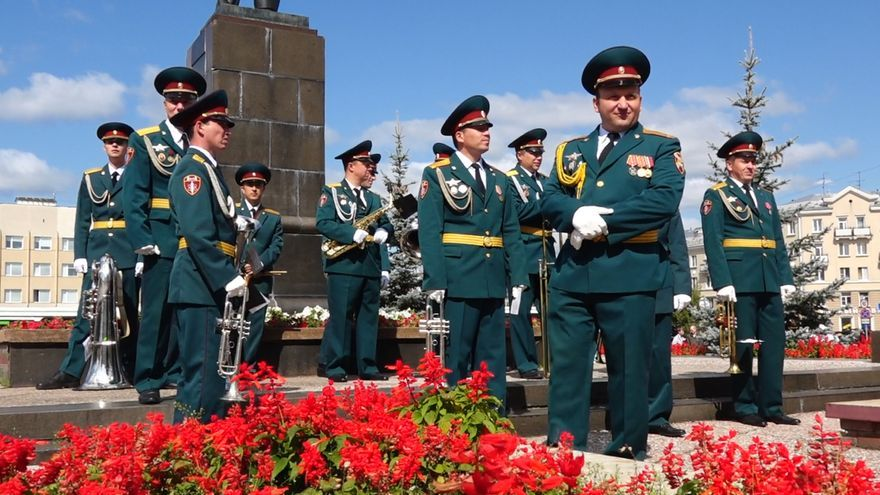 Imagen del funeral celebrado en Sarov el 12 de agosto a los cinco científicos fallecidos tras la explosión.