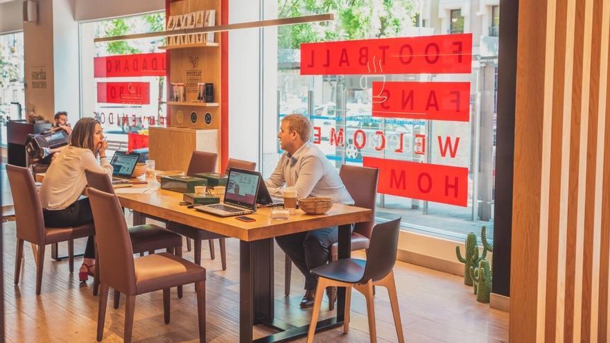 Aficionados británicos, en un Work Café del Banco Santander las horas previas a la final de la Champions.