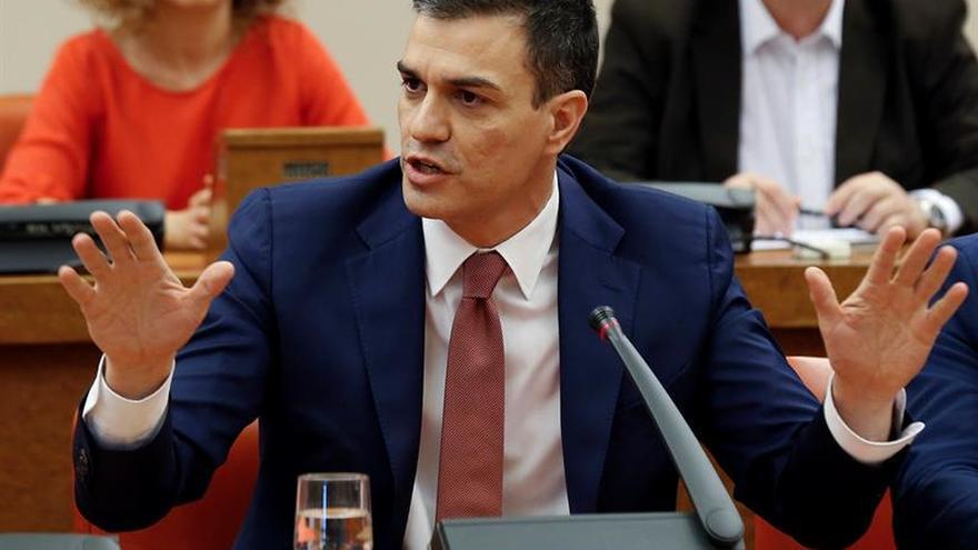 """El líder del PSOE asegura que todos los políticos han """"fracasado"""" en España"""