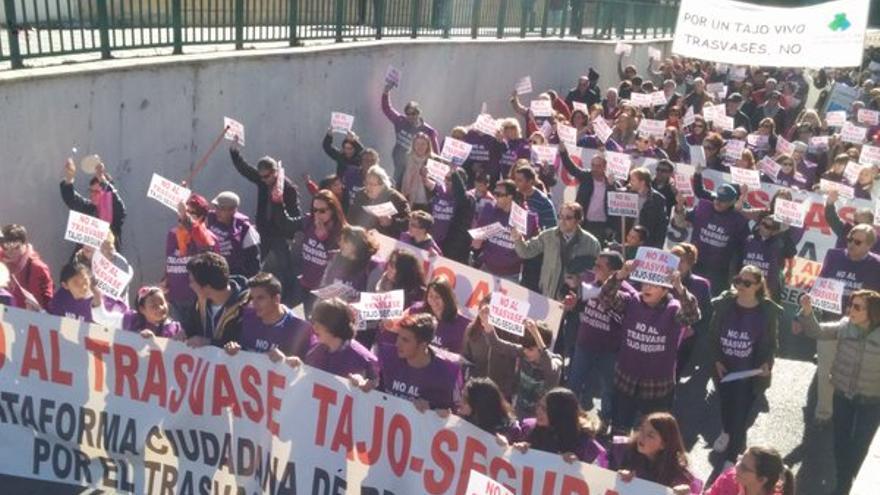 Manifestación en Guadalajara contra el trasvase Tajo-Segura. Foto: Twitter (@AytoSacedon)