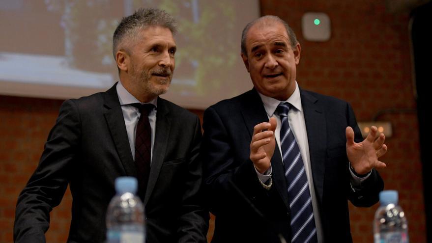 El ministro del Interior, Fernando Grande-Marlaska (izq.) y el director general de la Policía, Francisco Pardo