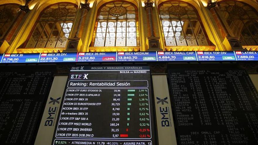 El IBEX 35 sube un 0,48 % en la apertura y supera los 9.000 puntos