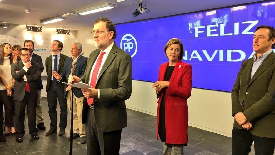 Rajoy dice que la economía va a ir cada vez mejor para los españoles en la copa de Navidad del PP