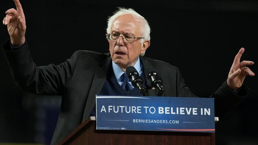 Sanders da la batalla ante Clinton con contundentes victorias en los caucus