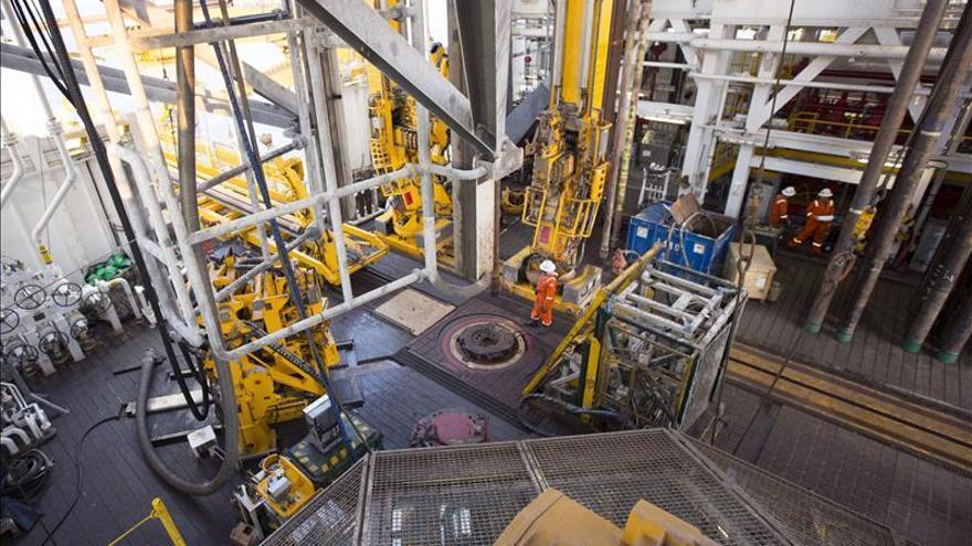 Fotografía facilitada por Repsol del interior del 'Rowan Renaissance', el buque que la empresa utiliza para las prospecciones en busca de petróleo en Sandía, en aguas próximas a Canarias.