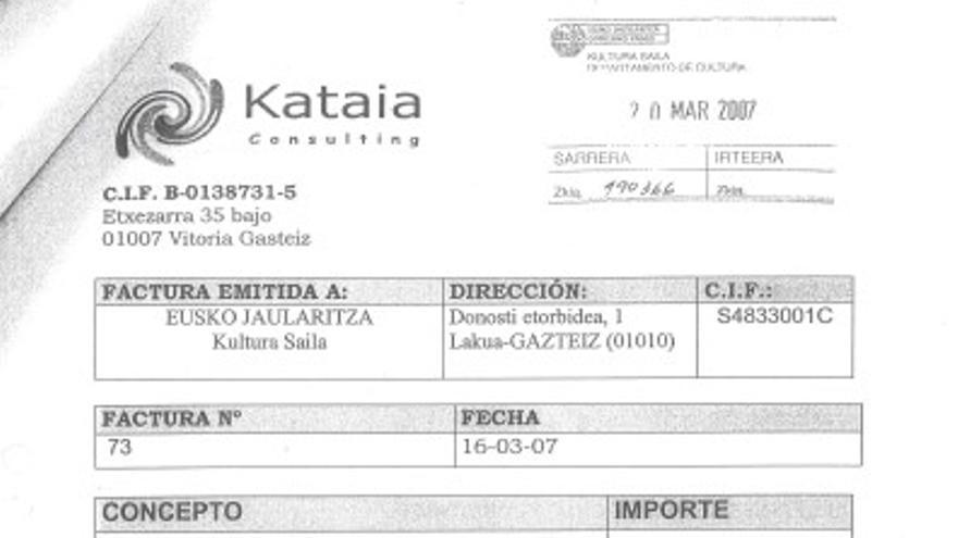 """Factura de Kataia Consulting sellada y con registro sobre el programa """"Juventud Vasca Cooperante"""""""