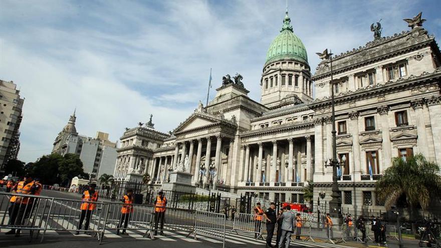 La reforma de pensiones en Argentina genera tensión fuera y dentro del Congreso