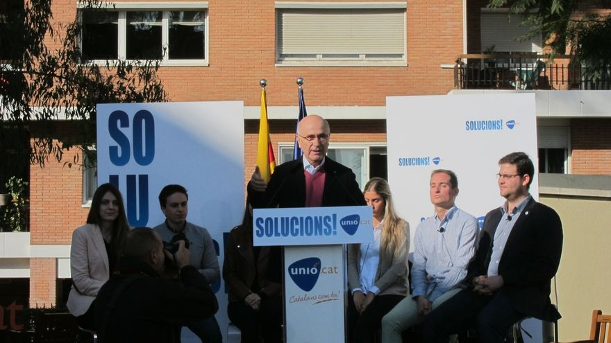 """Duran replica a Rajoy que el """"déficit democrático"""" es no hablar catalán en el Senado"""