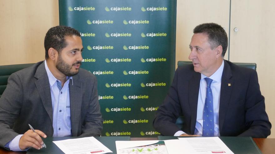 Christian Méndez y Fernando Berge durante la firma del acuerdo.