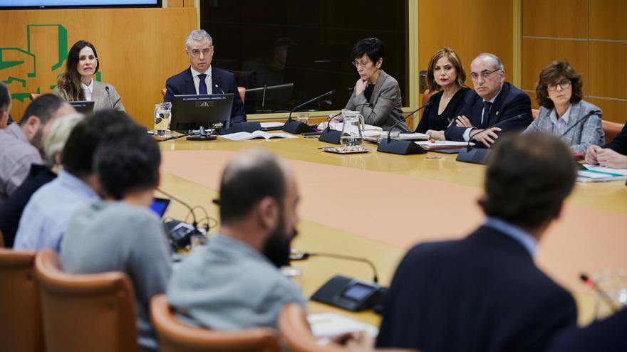Urkullu y sus consejeros, este martes en la diputación permanente del Parlamento Vasco