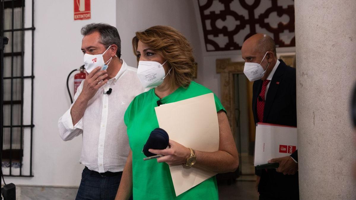 Susana Díaz, Juan Espadas y Luis Ángel Hierro en el momento del debate de primarias del PSOE andaluz.