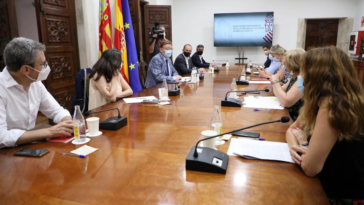 El Gobierno valenciano reúne a la comisión interdepartamental para evaluar las próximas restricciones.