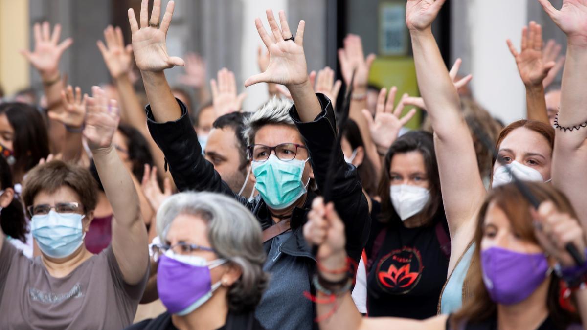 La Red Feminista de Gran Canaria ha convocado una concentración de protesta por el asesinato de la niña Olivia, la mayor de las hermanas desaparecidas en Tenerife .